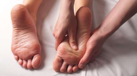 Massage professionnel des pieds pour femmes